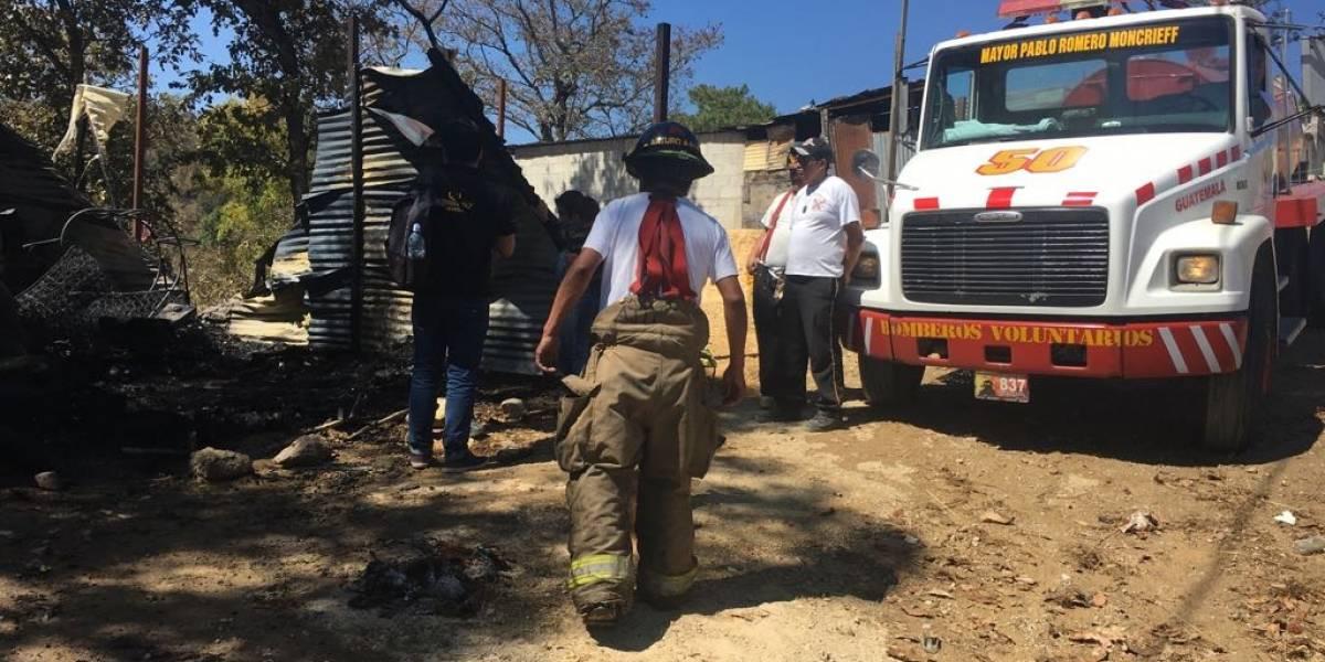 Incendio consume vivienda en ruta a San Pedro Ayampuc