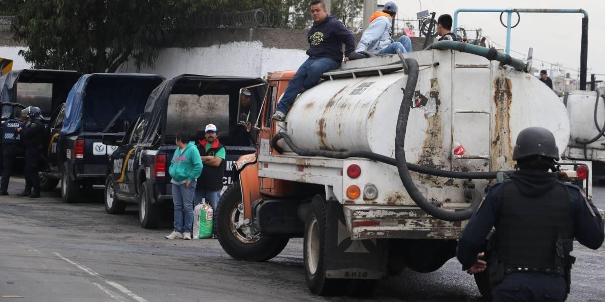 Aumentan 78% los viajes en pipas por falla en Cutzamala