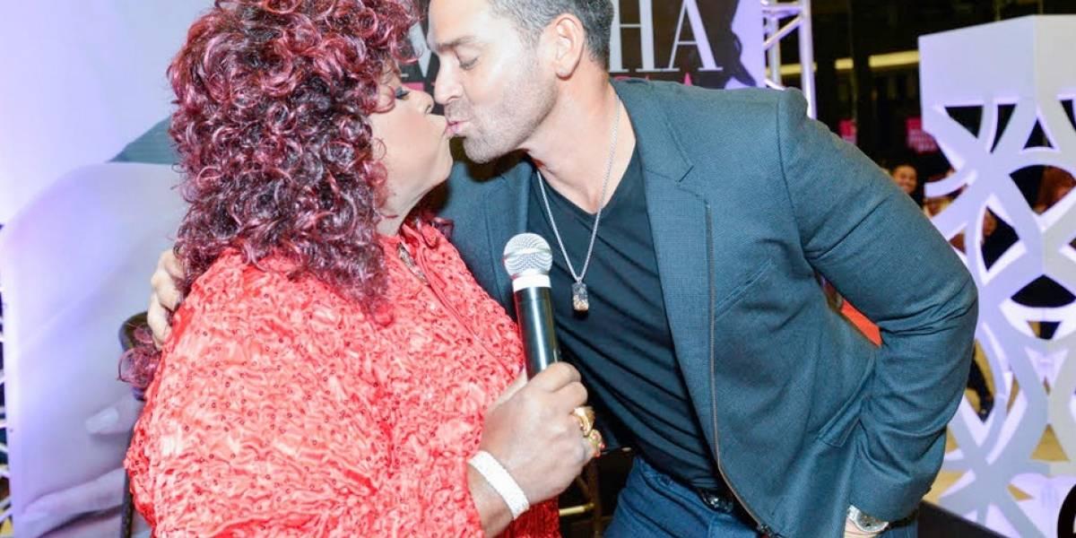 Jaime Mayol se besa con Cuca en la boca