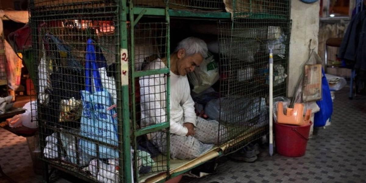 La ciudad en la que cientos de miles pagan por vivir en jaulas