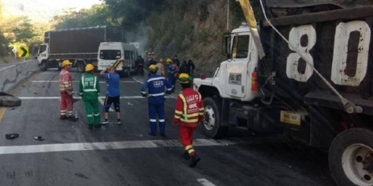 Dos ciclistas mueren en accidente en la vía La Vega - Villeta