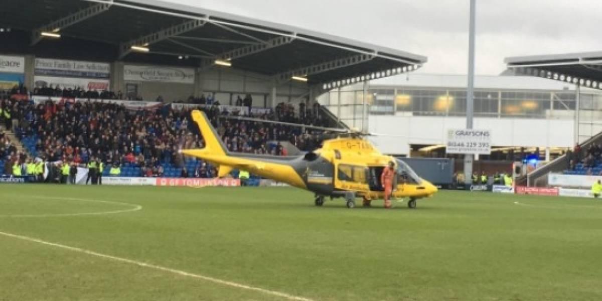VIDEO: Helicóptero aterriza en cancha de Inglaterra para atender a un aficionado