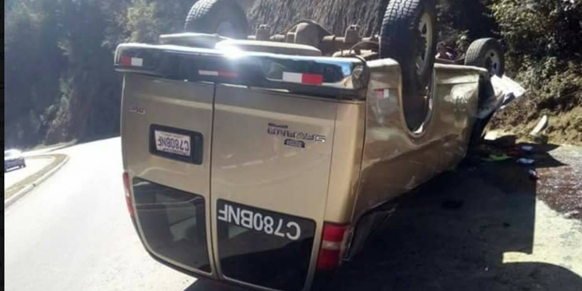 Un bus que transportaba turistas volcó en ruta Interamericana