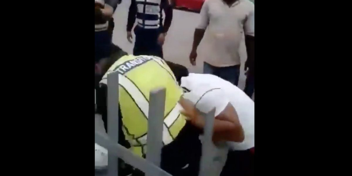 Pelea entre conductor y agente de la Comisión de Tránsito del Ecuador