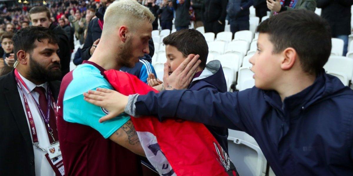 Jugadores protegen a niños en enfrentamiento al West Ham