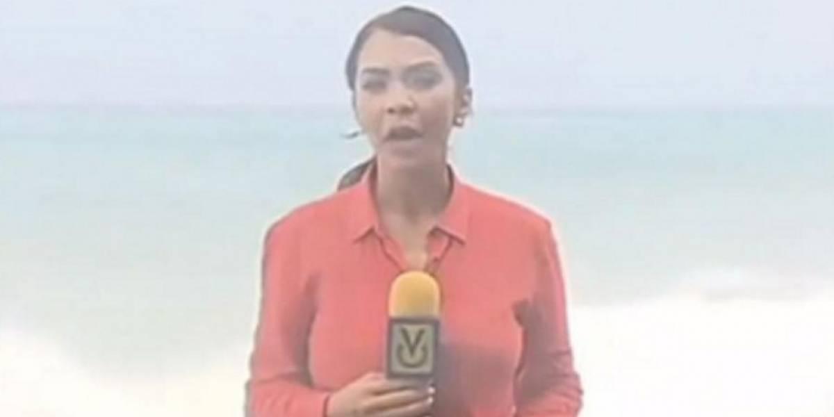VIDEO. A chica del clima por poco se la lleva una ola durante pronóstico