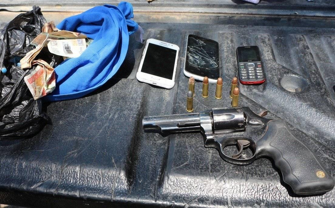 Armas y celulares