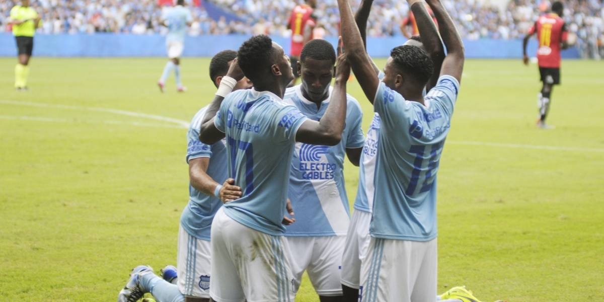 Emelec vence 4-1 a Deportivo Cuenca en el Estadio George Capwell
