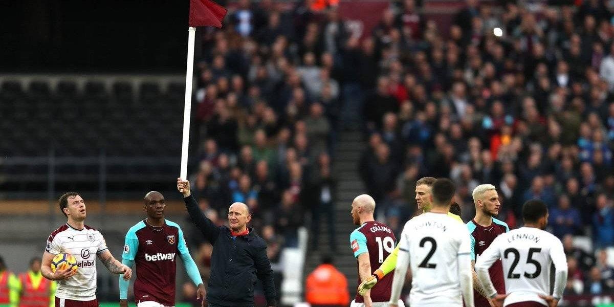 Hinchas del West Ham amenazaron en cancha a jugadores y dirigentes tras goleada en contra