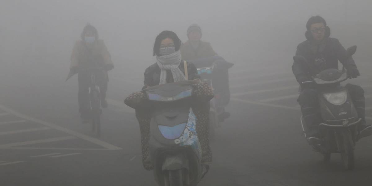 China limita la actividad de fábricas y el tránsito por smog