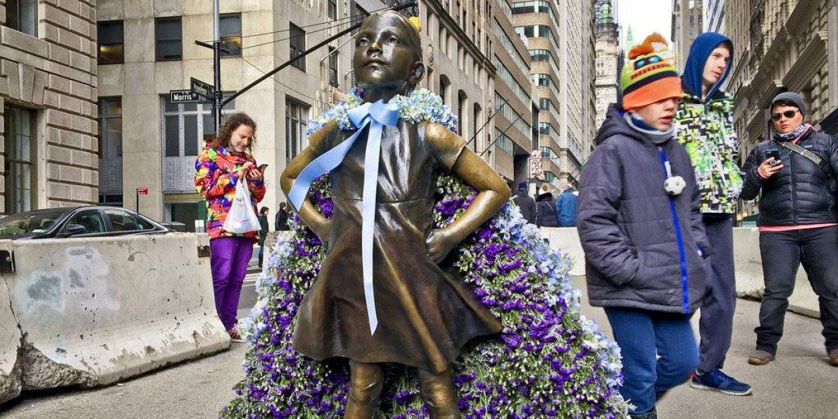 """Estatua de la """"niña sin miedo"""" se queda en Nueva York con su mensaje de empoderamiento femenino"""