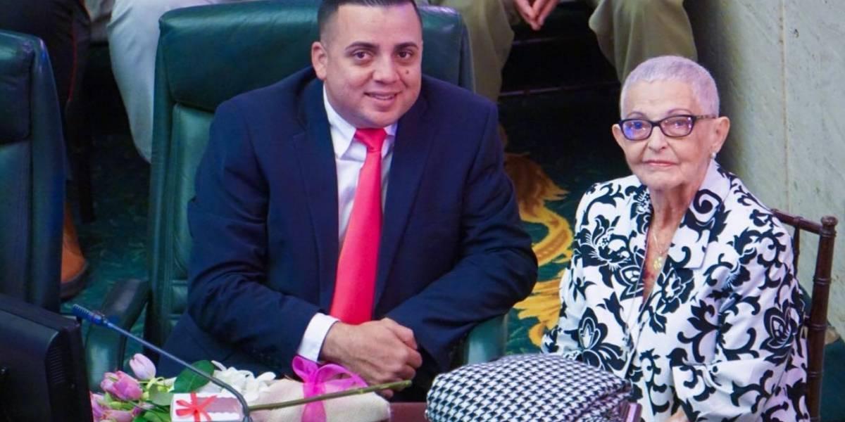 Educadora de 87 años de edad es distinguida por su dedicación al prójimo