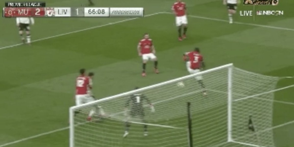 VIDEO: Autogolazo de jugador del Manchester United