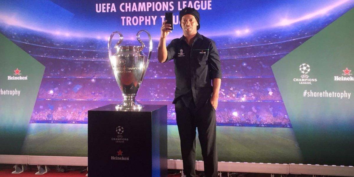 Ronaldinho engalana la visita de la 'Orejona' en México