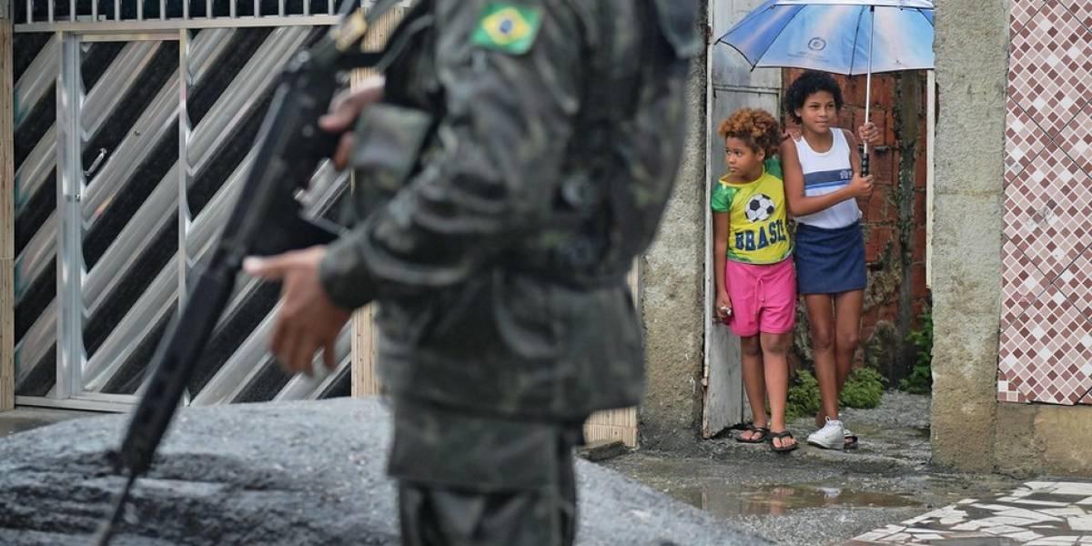 Mortes pela polícia voltam a crescer no 3º mês da intervenção; roubos caem