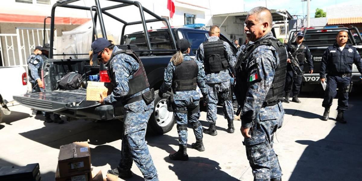Autoridades estatales y federales desarman a policías de Tlaquepaque