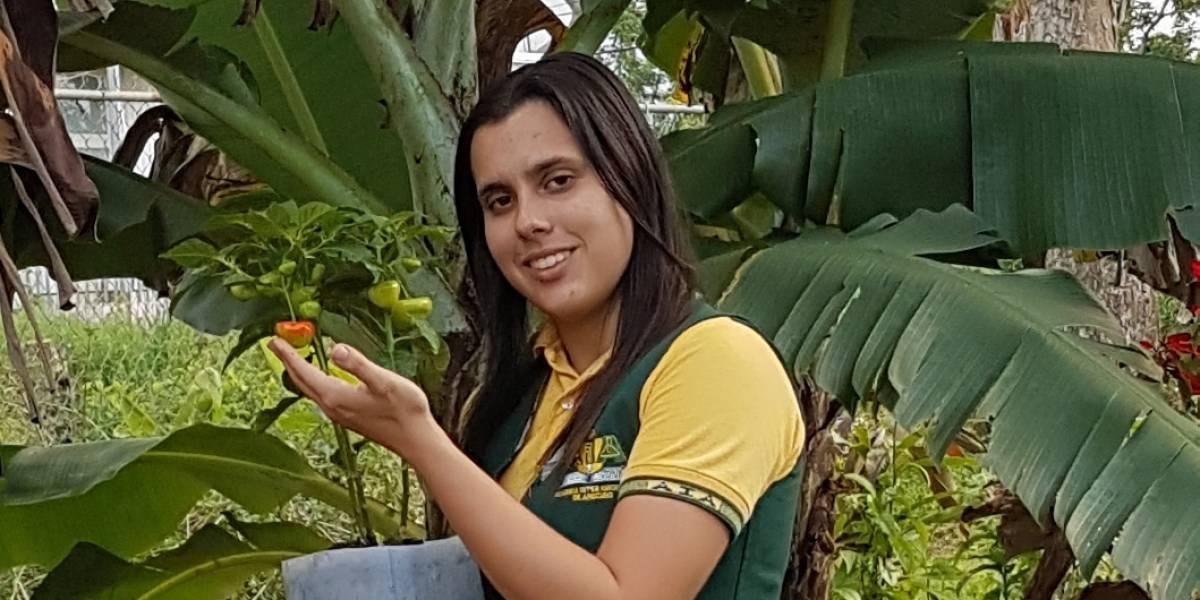 Estudiante puertorriqueña inventa alimento orgánico para las plantas