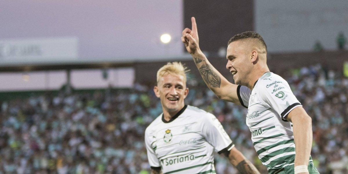 Santos se mantiene en la cima de la Liga al vencer a Rayados