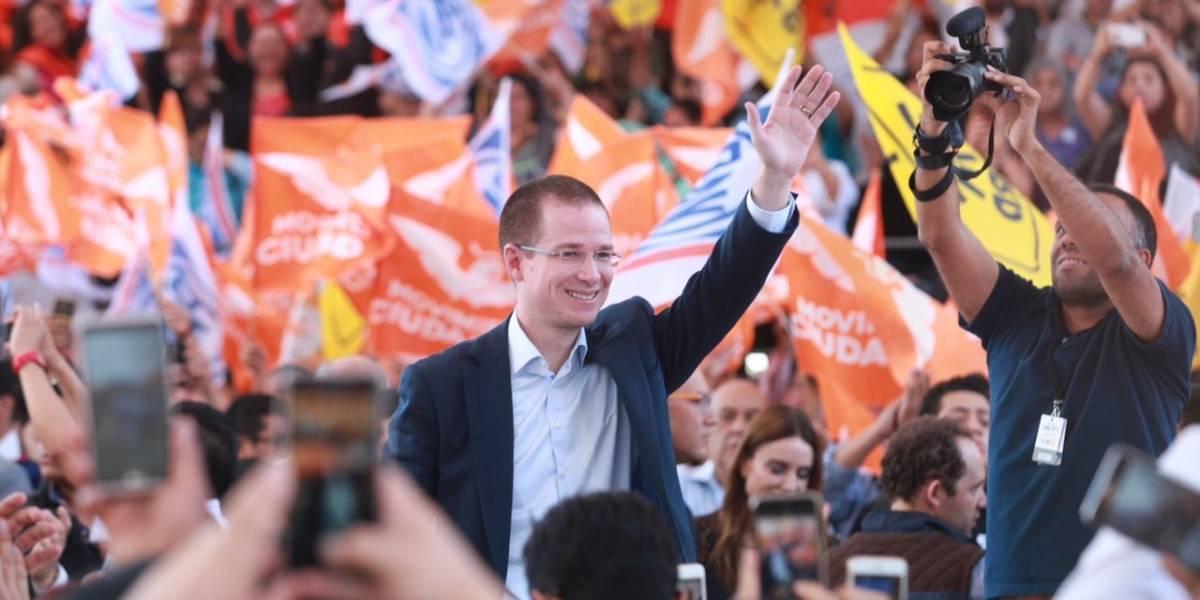 Anaya primer presidenciable en registrarse como candidato ante el INE