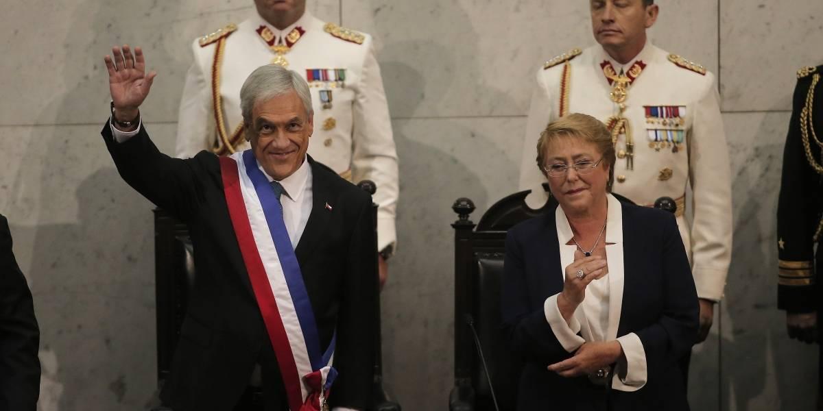 """El tenso diálogo entre Bachelet y Piñera en el cambio de mando: """"La piocha de O'Higgins no es la original"""""""