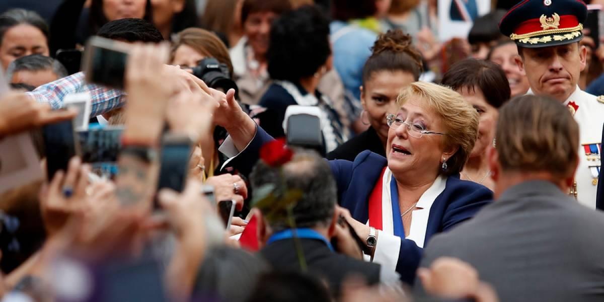 """""""¡Ha sido un honor ser su Presidenta durante ocho años!"""": así fue el emotivo último tuiteo de Bachelet a minutos del cambio de mando"""