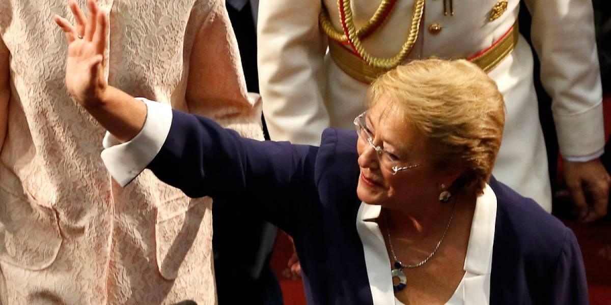 """""""Este grito es por usted, compañera Bachelet"""": así fue la despedida que escuchó Michelle"""