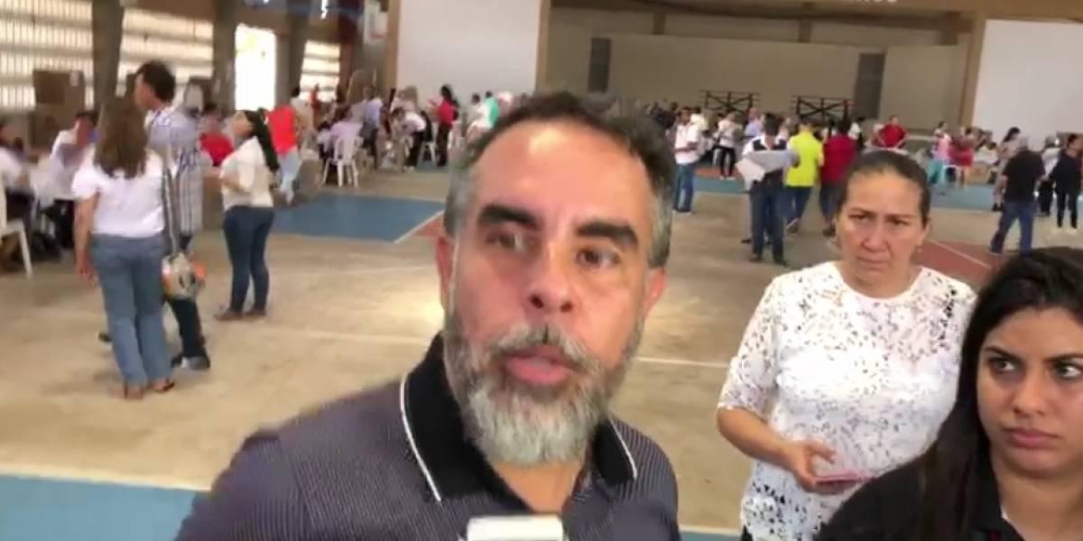 La grosera respuesta de Benedetti a ciudadano en plena mesa de votación