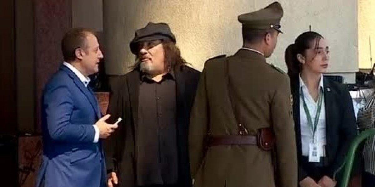 """""""Anda dando el manso caldo"""": """"Negro"""" Piñera llega atrasado, no ingresa al cambio de mando y se gana las burlas de los tuiteros"""
