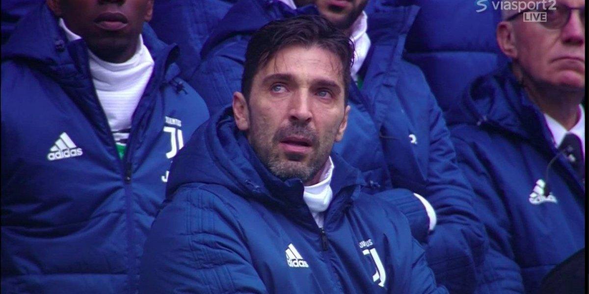 VIDEO: Gianluigi Buffon rompe el llanto en minuto de silencio de Davide Astori