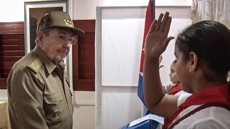 Raúl Castro votando en Cuba