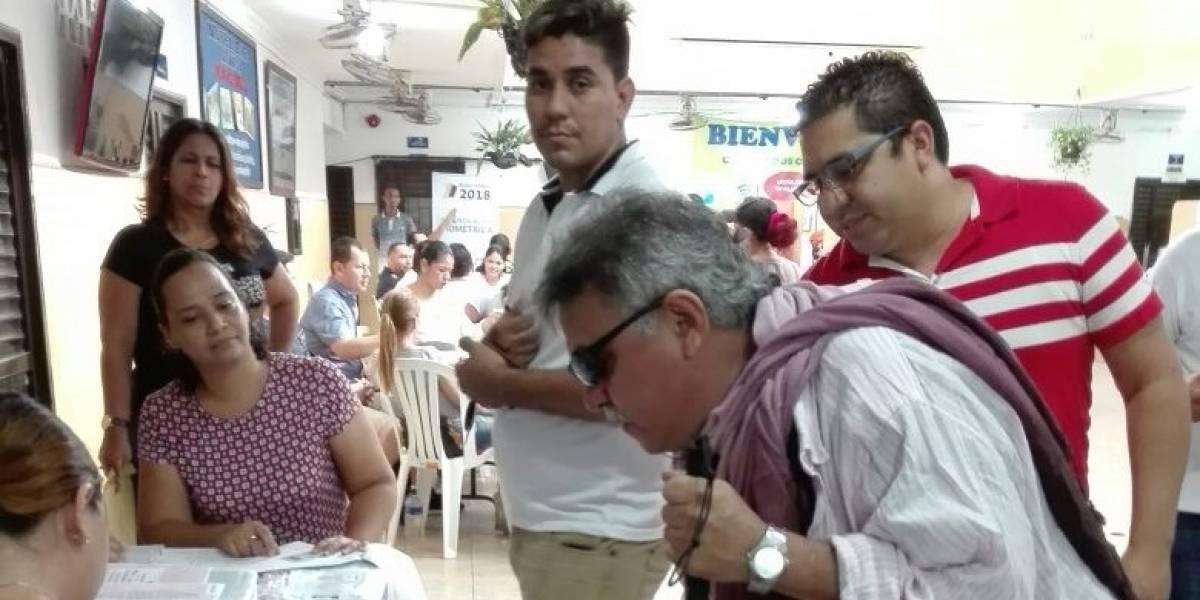 'Jesús Santrich' madrugó a votar en colegio de Barranquilla
