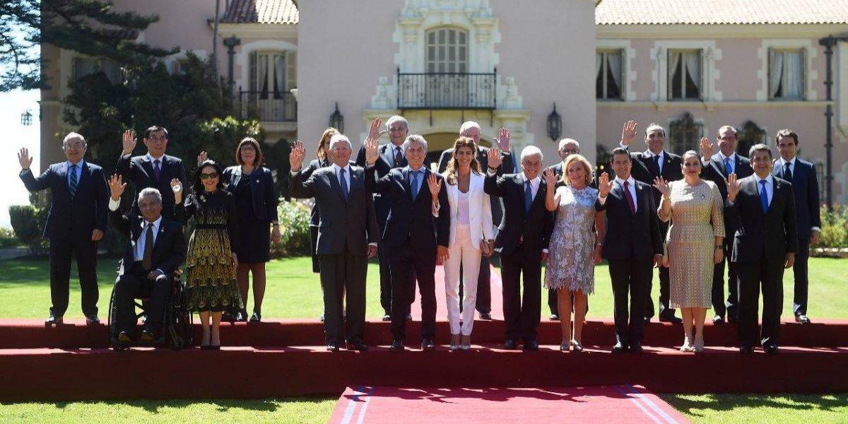 ¿Qué hacen juntos Peña Nietoy Felipe Calderón en Chile?