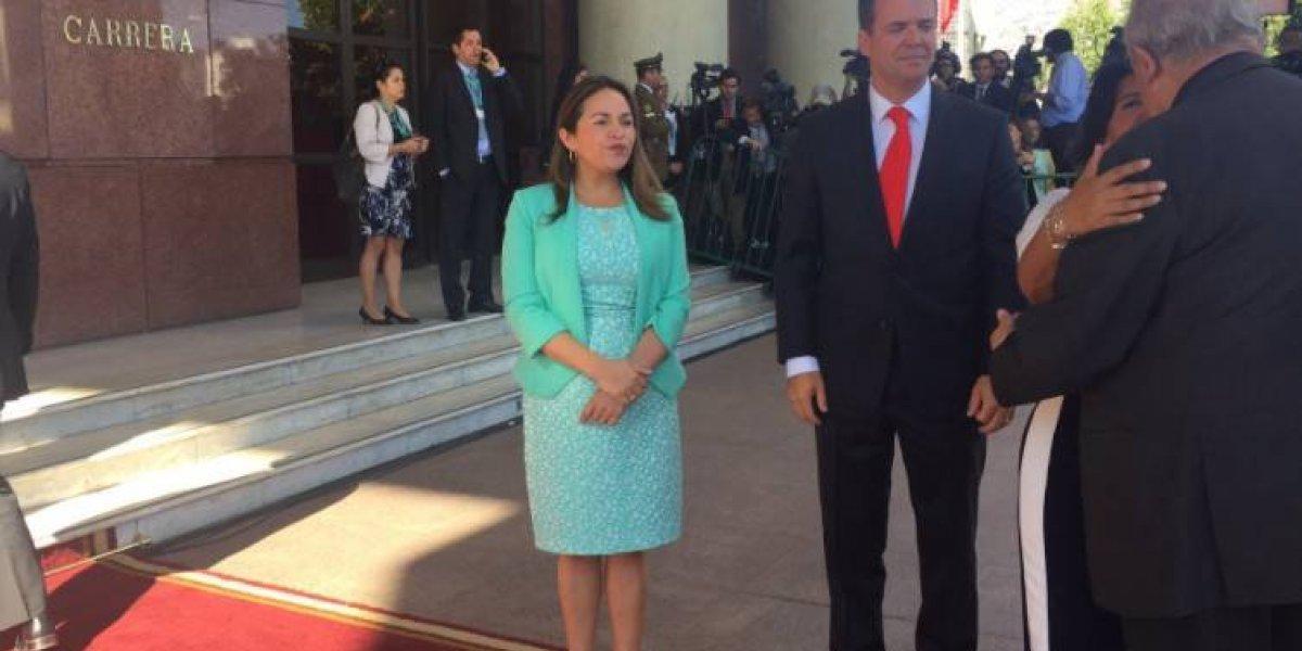 Primer día y atrasada: diputada Joanna Pérez llegó tarde y tuvieron que interrumpir la votación de presidente de la Cámara para que jurara en solitario