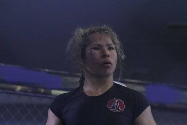 Anne Viriato foi considerada vencedora após três rounds de luta – Winnetou Almeida