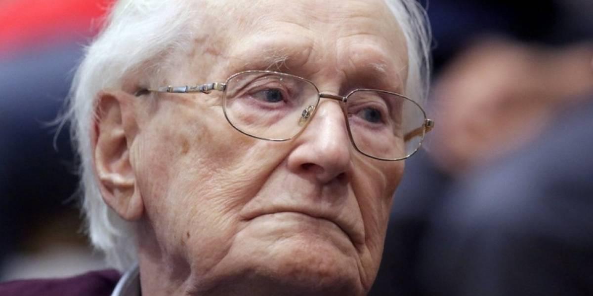 """Los crímenes del nazi Oskar Groening, el """"contador de Auschwitz"""" que falleció a los 96 años sin haber cumplido su condena"""