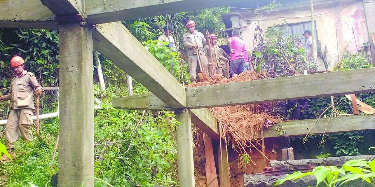 Deslizamento de outra barreira provoca 2 mortes em Petrópolis, no RJ