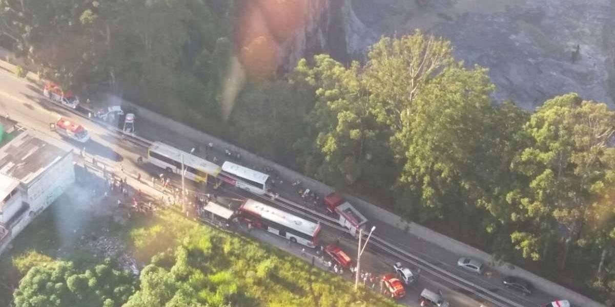 Acidente entre ônibus deixa 20 feridos em Guaianases