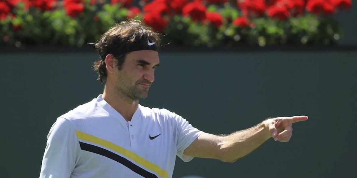 Federer se mantiene con paso firme en Indian Wells