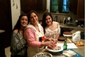 Angélica Vale y las hijas de su esposo