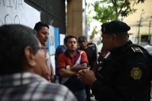 manifestantescongresoencadenado1-c86468f7b44284ee3d251f1bdd8a3293.jpg