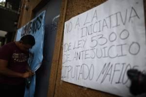 manifestantescongresoencadenado7-26ec67be32d71d358945e89165ad3be4.jpg