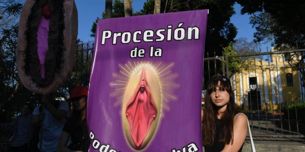 """Conferencia episcopal reacciona y muestra su disgusto por """"procesión de la poderosa vulva"""""""