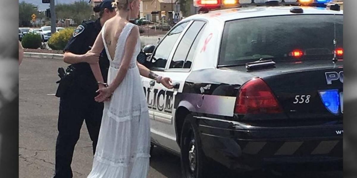 Deja a su novio plantado en el altar porque fue arrestada