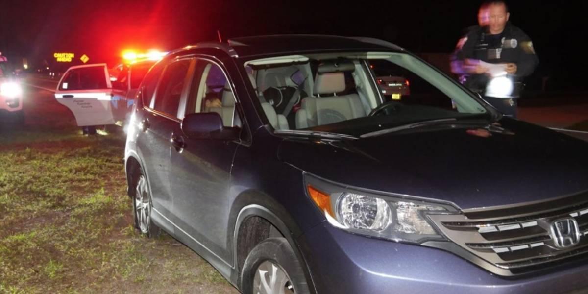 Arrestan mujer que conducía borracha con un niño y cuatro llantas explotadas