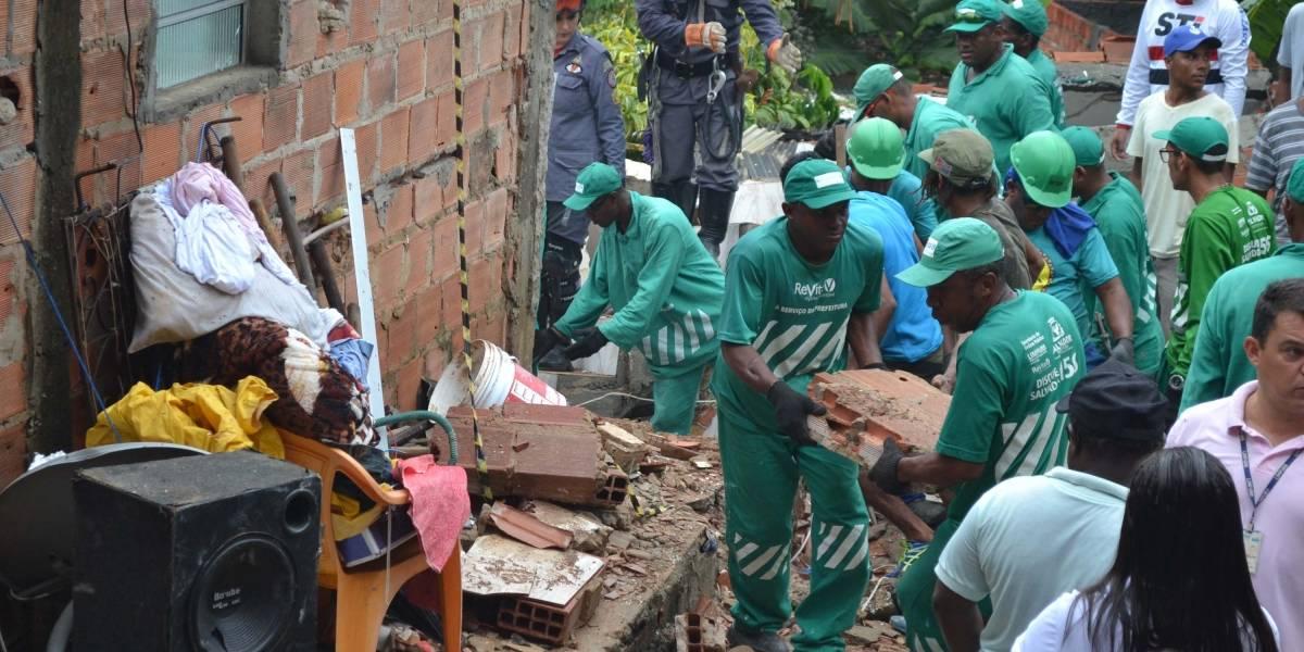 Prédio de três andares desaba em Salvador e mata quatro, incluindo criança