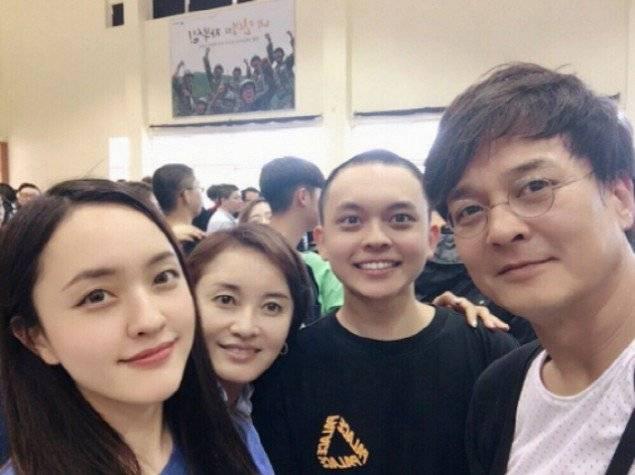 Jo Min-ki y sus alumnos