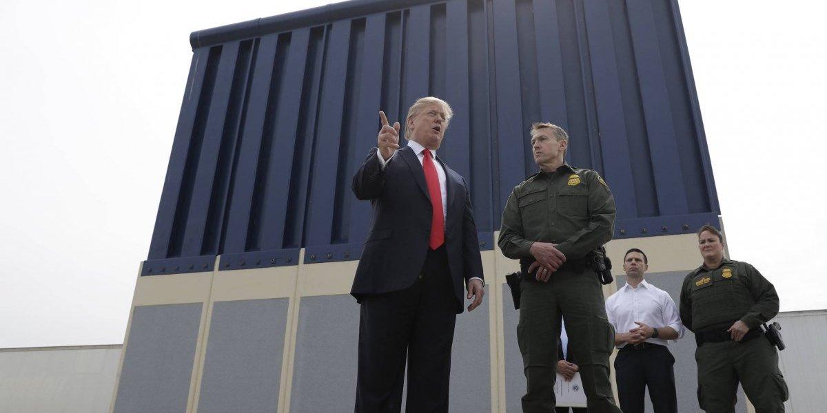 Donald Trump inspecciona los prototipos del muro fronterizo con México