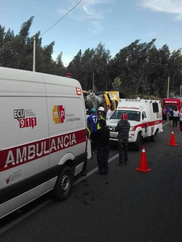ECU 911 Nueve heridos tras volcamiento de bus interprovincial