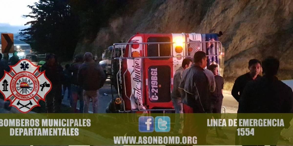 Varios heridos tras volcar autobús en la ruta Interamericana
