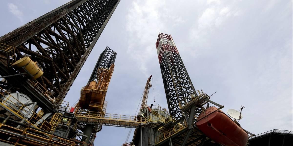 El precio del petróleo WTI llega a 1 dólar por barril y cayó a terreno negativo por primera vez
